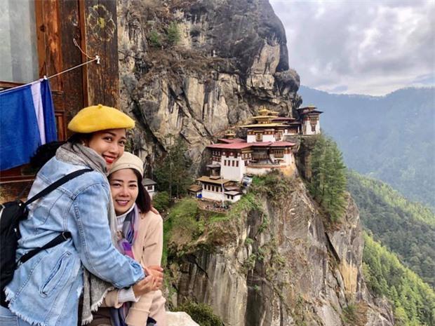 Ốc Thanh Vân chia sẻ clip chuyến đi tới miền hạnh phúc với Mai Phương: Lúc cầu nguyện, nước mắt rơi không ngừng em ơi - Ảnh 8.