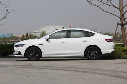 Cận cảnh xe sedan giá gần 250 triệu đồng