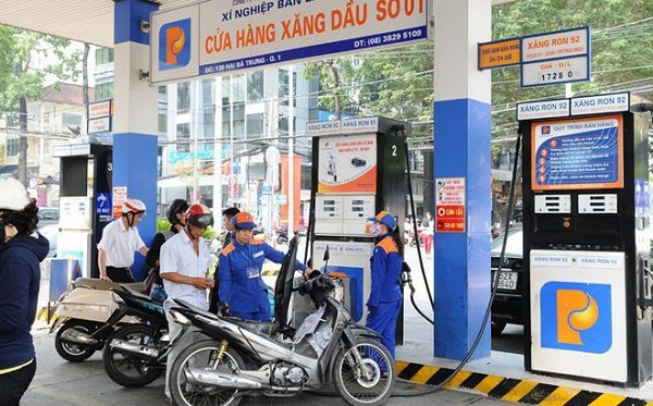 Giá xăng giảm mạnh, xuống dưới 12.000 đồng/lít
