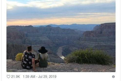 """Nhờ dân mạng xóa bạn gái cũ ra khỏi bức ảnh du lịch, anh chàng nhận về cái kết """"choáng váng"""""""