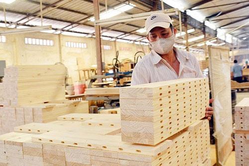 Covid-19 đang khiến đơn hàng xuất khẩu gỗ của doanh nghiệp Việt ngấm đòn vì hầu hết các thị trường nhập khẩu chính hạn chế, đóng cửa để phòng dịch