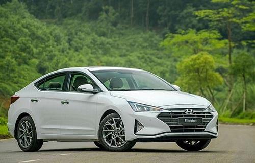 Hyundai Elantra 2.0 AT.