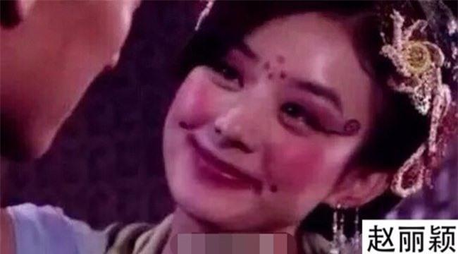 """""""Ngất xỉu"""" trước tạo hình xấu kinh dị của mỹ nhân Hoa ngữ trên màn ảnh - 15"""