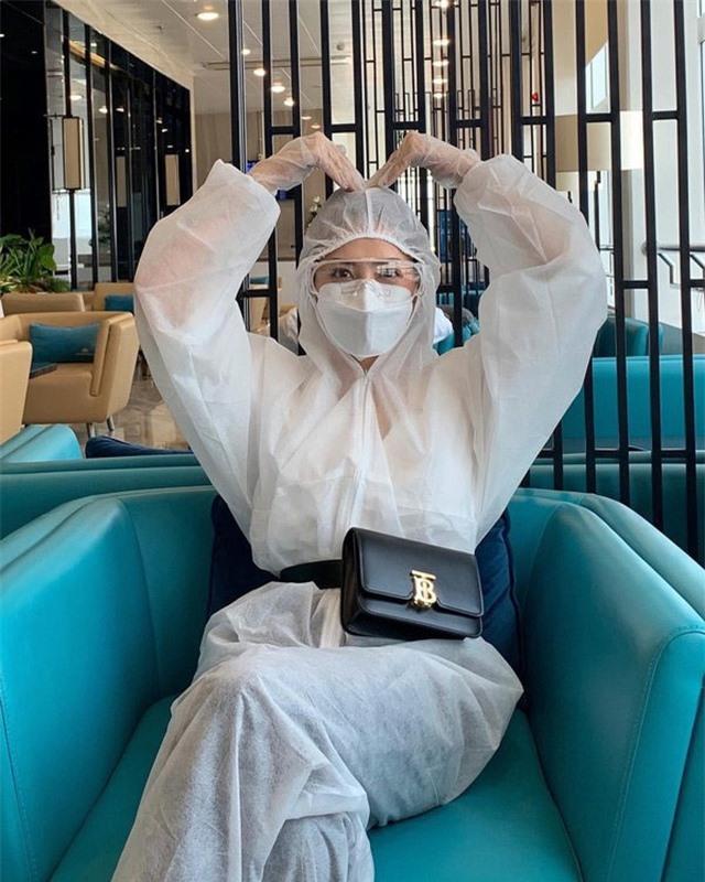 Sao Việt nổi bật với trang phục bảo hộ - 1