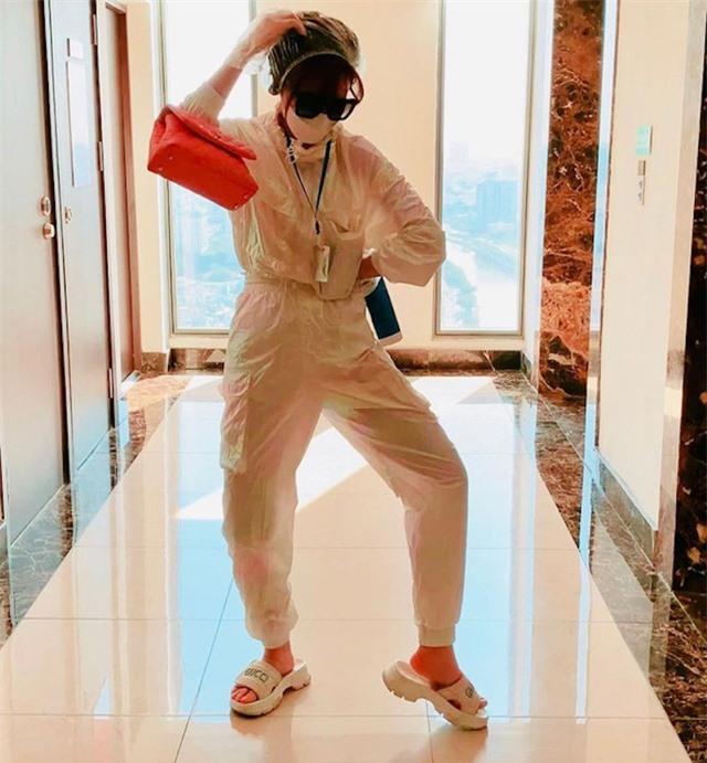 Sao Việt nổi bật với trang phục bảo hộ - 3