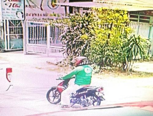 Hình ảnh đối tượng nổ súng trong quán cà phê được camera ghi lại.