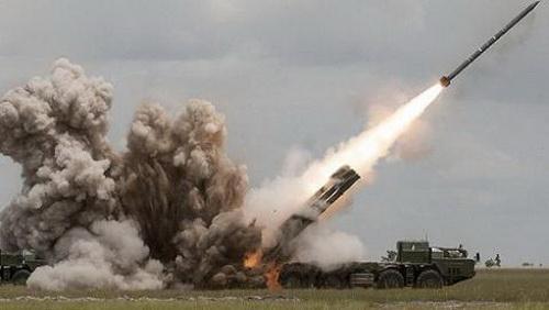 Tổ hợp pháo phản lực phóng loạt BM-30 Smerch phóng đạn rocket. Ảnh: RIA Novosti.