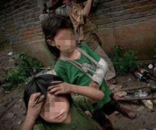 Những đứa trẻ đáng thương sống trong cảnh lạc hậu, nghèo khó, thiếu thốn.