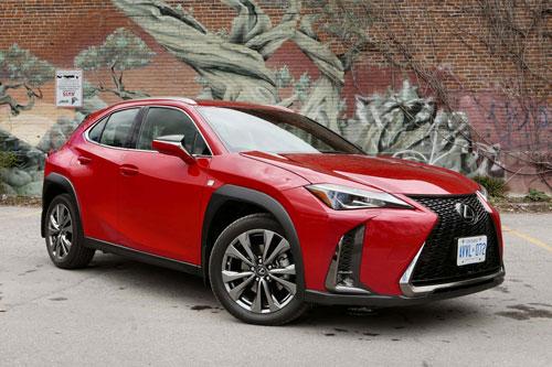 =1. Lexus UX 200 (mức tiêu hao nhiên liệu ở đường hỗn hợp: 8,6 lít /100 km).