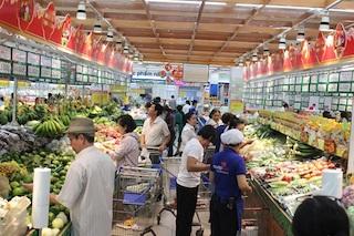Cách ly xã hội từ 0h ngày 1/4: Người Sài Gòn ào ào đi mua thực phẩm, siêu thị khuyên người dân hãy bình tĩnh