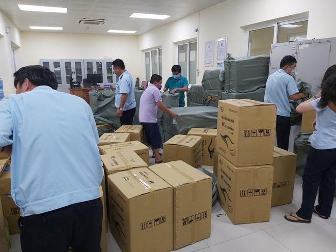 Chi cục Hải quan cửa khẩu Tịnh Biên (Cục Hải quan An Giang), tại trạm Kiểm soát liên hợp cửa khẩu quốc tế Tịnh Biên, lực lượng hải quan đã phát hiện và bắt giữ một ô tô tải chở đầy khẩu trang vụ xuất lậu khẩu trang y tế lớn sang Campuchia.