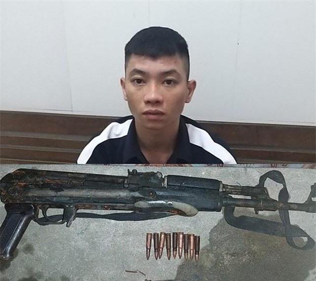 Mang súng AK đi xử lý đối thủ, súng cướp cò làm bạn bị thương - 1