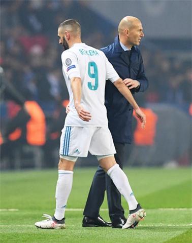 HLV Zidane chưa tìm được cho Benzema một đối tác ăn ý trên hàng công
