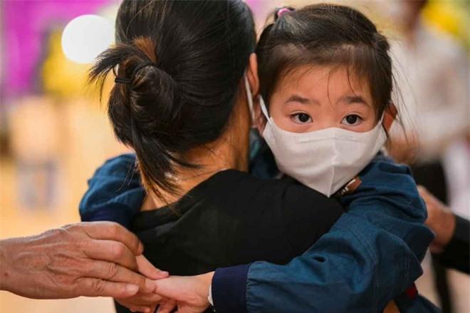 Xin cho con gái Mai Phương học miễn phí tới lớp 12 và điều Quốc Thuận lo sợ nhất ở đám tang - Ảnh 1.