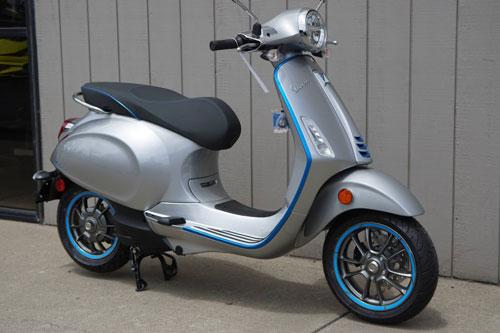 Cận cảnh xe máy điện Vespa, giá gần 180 triệu đồng