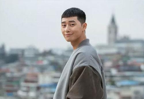 Park Seo Joon 'tạm biệt' mái tóc ngố trong Tầng lớp Itaewon