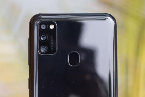 Samsung Galaxy M21 chốt giá 5,49 triệu tại Việt Nam: pin 6.000 mAh, RAM 4 GB, 3 camera sau