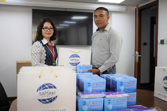 Hà Nội: Cty Cổ phần Samaki Power trao tặng 18.000 khẩu trang tới quận Hoàng Mai