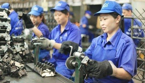 Người lao động bị ngừng việc vì cách ly được trả lương thế nào?