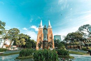 Ngày Cá tháng Tư: Đường phố Sài Gòn vắng vẻ trong ngày đầu cách ly toàn xã hội