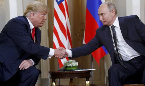 Tổng thống Mỹ Donald Trump và Tổng thống Nga Vladimir Putin. Ảnh: AP.