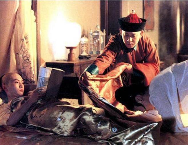 Bi hài chuyện giường chiếu của hoàng đế Trung Hoa: Muốn chọn ai phải được hoàng hậu đồng ý, lúc hành sự có thái giám đứng gần theo dõi - Ảnh 3.