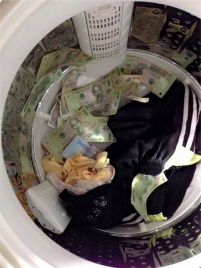 Hóa ra đây là lý do mà các bà vợ thường hay mang quần áo cũ đi giặt.