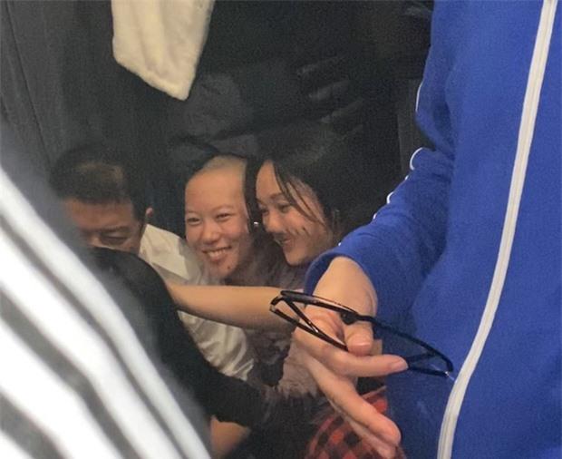 Châu Tấn gặp gỡ gia đình Vương Phi, khẳng định 'mối quan hệ mờ ám' với Đậu Tĩnh Đồng - Ảnh 1