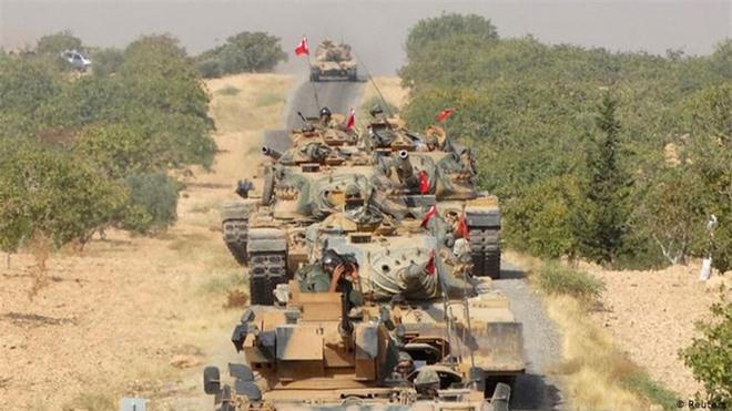 Thùng thuốc súng Idlib chờ giờ khai hỏa: Syria dàn trận, TNK dồn hỏa lực mạnh ém quân - Ảnh 1.