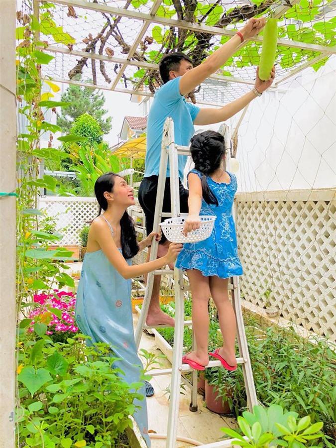 Thủy Tiên - Công Vinh: Từ cặp đôi bị ghét nhất Việt Nam tới lối sống đẹp khiến nhiều người ngưỡng mộ - Ảnh 3.