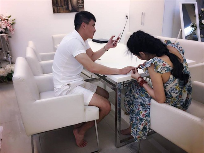 Thủy Tiên - Công Vinh: Từ cặp đôi bị ghét nhất Việt Nam tới lối sống đẹp khiến nhiều người ngưỡng mộ - Ảnh 4.