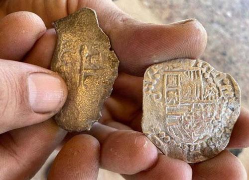 Jonah Martinez đã đào được 22 đồng bạc cổ.