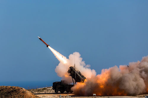 Toàn bộ quân Mỹ báo động khẩn, căn cứ ở Iraq bất ngờ bị tấn công, Patriot đã khai hỏa