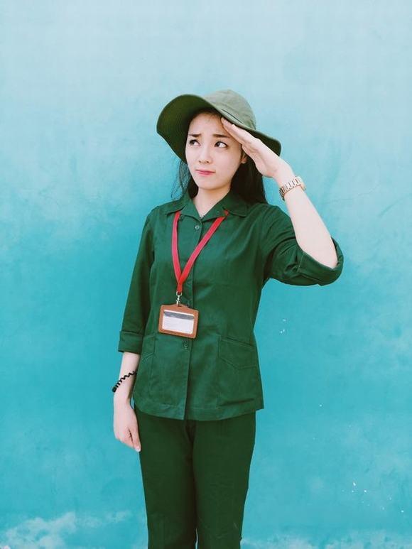 """Hoa hậu Việt Nam 2014 Kỳ Duyên từng chia sẻ ảnh học quân sự tại Xuân Hòa, Vĩnh Phúc của mình với caption """"Cô lính chì dũng cảm""""."""