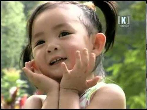 Xuân Mai sinh năm 1995, là gương mặt ca sĩ nhí quen thuộc với khán giả lứa tuổi 8X và 9X đời đầu...