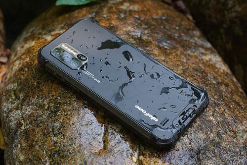 Smartphone 'nồi đồng cối đá', pin 5.500 mAh, 3 camera sau, giá hơn 5 triệu đồng