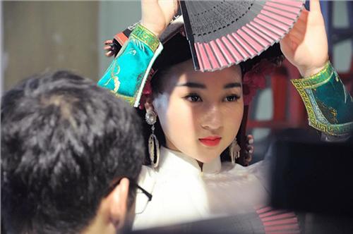 """Bất ngờ trước nhan sắc ngày càng xinh đẹp của cô đồng Hà thành 9X từng """"gây sốt"""" dư luận cách đây 4 năm"""