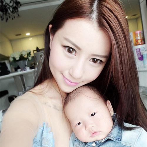 4 bà mẹ đẹp như hotgirl nổi tiếng cộng đồng mạng Singapore - 2