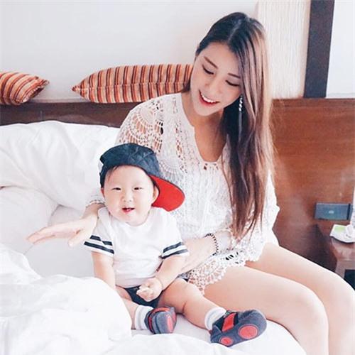 4 bà mẹ đẹp như hotgirl nổi tiếng cộng đồng mạng Singapore - 4