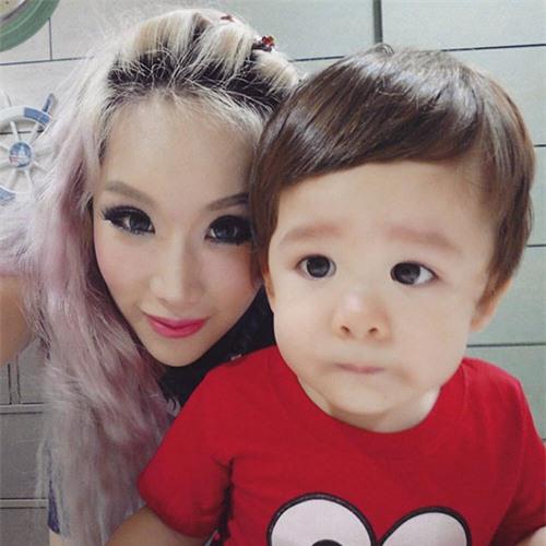 4 bà mẹ đẹp như hotgirl nổi tiếng cộng đồng mạng Singapore - 9