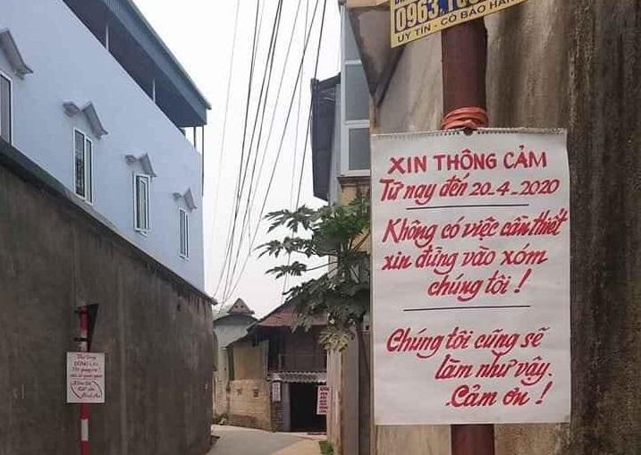 Điện Biên: Loạt biển viết tay tuyên truyền Cách ly toàn xã hội ở bản Noong Nhai gây bão mạng xã hội