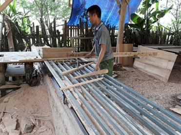 Chàng trai dân tộc Sán Dìu và sáng chế máy xẻ gỗ cải tiến cho năng suất cao