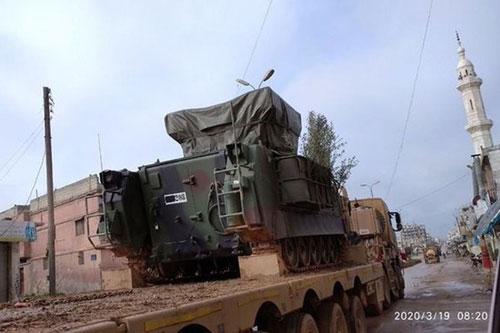 """Lo ngại phòng không của Thổ Nhĩ Kỳ, không quân Nga - Syria """"nhường sân chơi"""" cho pháo binh"""