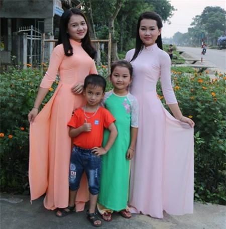 """Bức ảnh 3 người phụ nữ mặc áo dài, cộng đồng mạng tranh cãi """"Ai là mẹ, Ai là con?"""" - 3"""