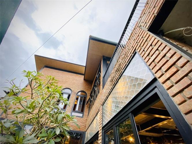 Ngôi nhà kết hợp quán cafe đẹp lạ nhờ nghệ thuật xếp gạch gây mê - ảnh 2