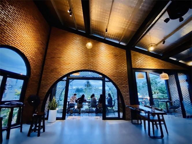 Ngôi nhà kết hợp quán cafe đẹp lạ nhờ nghệ thuật xếp gạch gây mê - ảnh 7