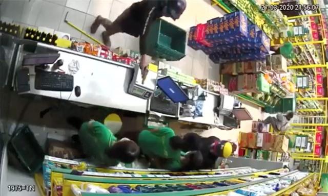 Bắt nghi phạm cầm súng cướp cửa hàng Bách Hoá Xanh - 2