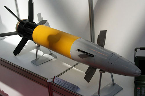 Để có thể tung ra những phát bắn cực chính xác, Nga đã sử dụng thiết bị chỉ thị mục tiêu bằng laser để pháo binh khai hỏa đạn pháo thông minh Krasnopol-M2.