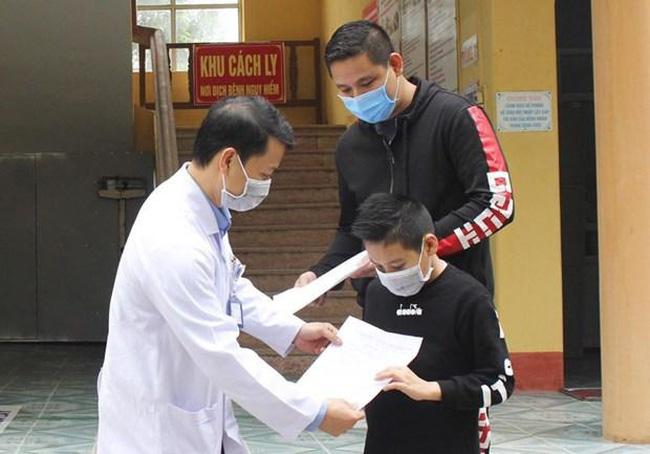 Bệnh nhân 11 tuổi được công bố khỏi bệnh. (Ảnh: PV/Vietnam+)