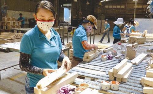 Ứng dụng thương mại điện tử giúp gỡ khó cho doanh nghiệp đồ gỗ nội thất trong dịch Covid-19.